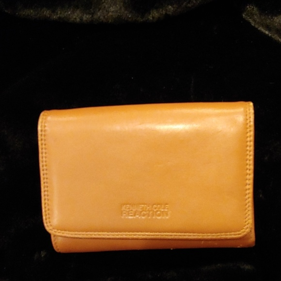 Kenneth Cole Handbags - Kenneth Cole Reaction Wallet
